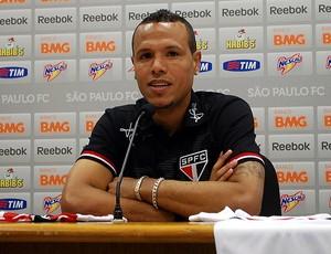 Luis fabiano coletiva São Paulo (Foto: Marcelo Prado / Globoesporte.com)