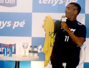 Romário durante evento com Neymar (Foto: Julyana Travaglia / GLOBOESPORTE.COM)