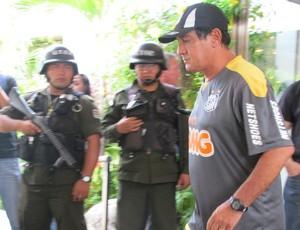 Muricy, técnico do Santos, em hotel na Bolívia (Foto: Marcelo Hazan / globoesporte.com)