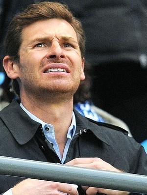 André Villas-Boas, técnico do Chelsea, assite a partida entre Manchester City e Porto (Foto: AFP)