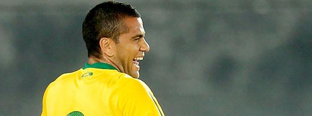 Coemoração gol Daniel Alves Irã Seleção Brasileira Abu Dhabi