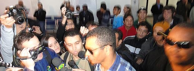 Gilberto Silva chega ao Grêmio (Foto: Eduardo Cecconi/Globoesporte.com)