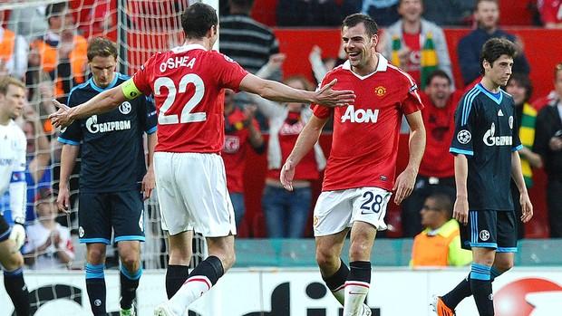 Gibson comemora gol do Manchester United contra o Schalke (Foto: AFP)