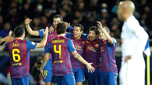 Barcelona comemora gol contra o Santos na final do Mundial (Foto: Reuters)