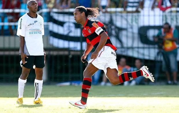 Ronaldinho Gaúcho comemora gol do Flamengo contra o Resende (Foto: Fabio Castro / Ag. Estado)