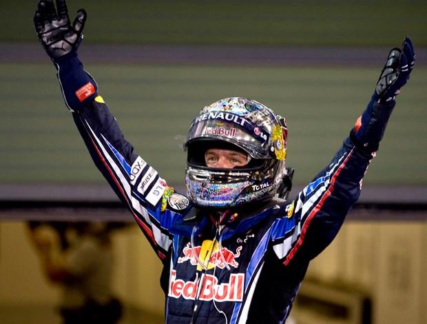 sebastian Vettel RBR do gp de Abu Dhabi bandeirada