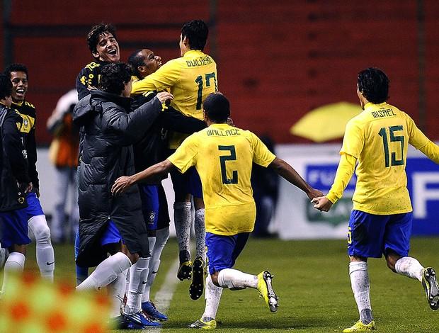 Comemoração da seleção sub 17 contra a Argentina (Foto: AFP)