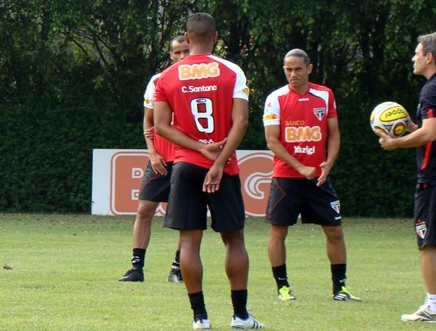 Cleber Santana conversando com Carpegiani (Foto: Site oficial do São Paulo FC)