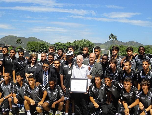 Zagallo recebe homenagem no Botafogo (Foto: Mariana Kneipp / GLOBOESPORTE.COM)
