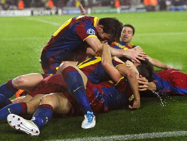 jogadores do Barcelona comemoram gol contra o Real Madrid (Foto: AFP)