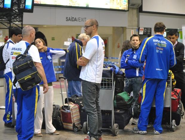 Embarque seleção natação (Foto: João Gabriel Rodrigues / GLOBOESPORTE.COM)