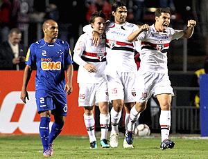 hernanes, comemora o primeiro gol do são paulo contra o  cruzeiro