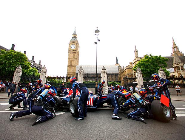 mark Webber faz pit stop no Parlamento britânico