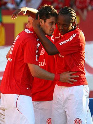 Edu comemora gol do Internacional contra o Vasco