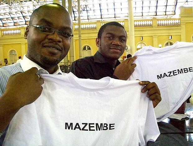 Yves Mumbala e Francis Mwanza torcedores do Mazembe em Porto Alegre