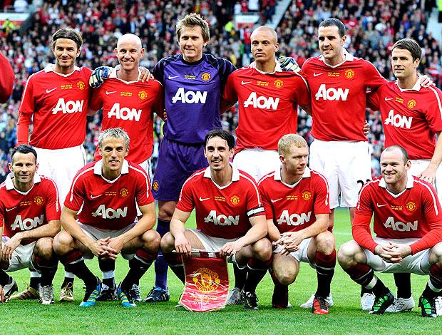 time do Manchester na despedida de Gary Neville (Foto: Reuters)