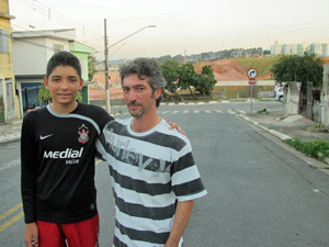 Pedro e César Jacó, criadores do blog Itaquerão, que fiscaliza obra do estádio do Corinthians (Foto: Marcelo Mora/G1)