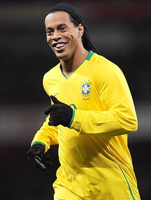 Ronaldinho com a camisa da Seleção Brasileira (Foto: Getty Images)