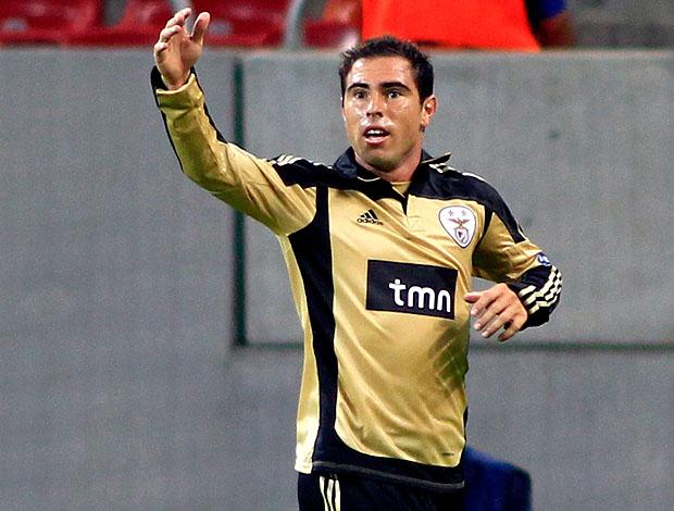 Bruno Cesar comemora gol do Benfica contra o Otelul Galati (Foto: Reuters)