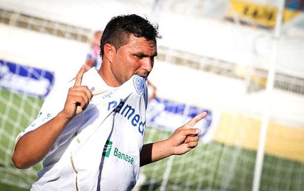 Cristiano Tiririca comemora gol do Confiança contra o Itabaiana (Foto: Reprodução / Site Oficial do Confiança)