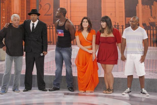 Buchecha, Fernanda Paes Leme e Rafael Zulu aguardam resultado da prova (Foto: Caldeirão/TV Globo)