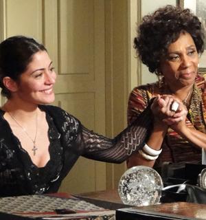 Recém-separada, Natália descobre que está grávida (Morde e Assopra/TV Globo)