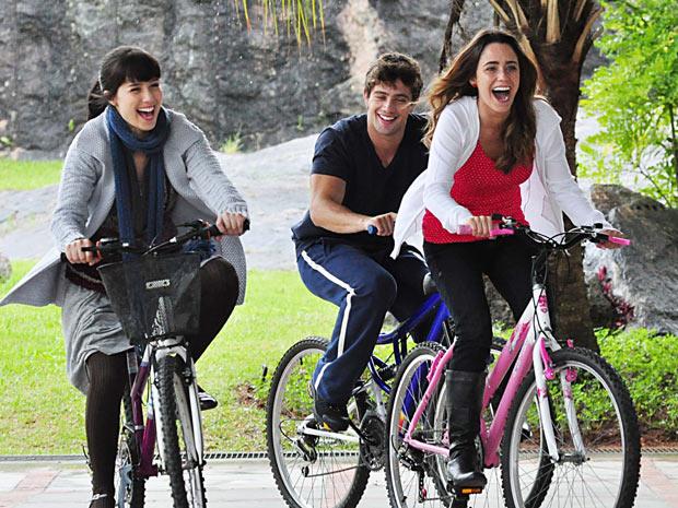 Manu, Rodrigo e Ana sempre tiveram suas vidas entrelaçadas (Foto: A Vida da Gente / TV Globo)
