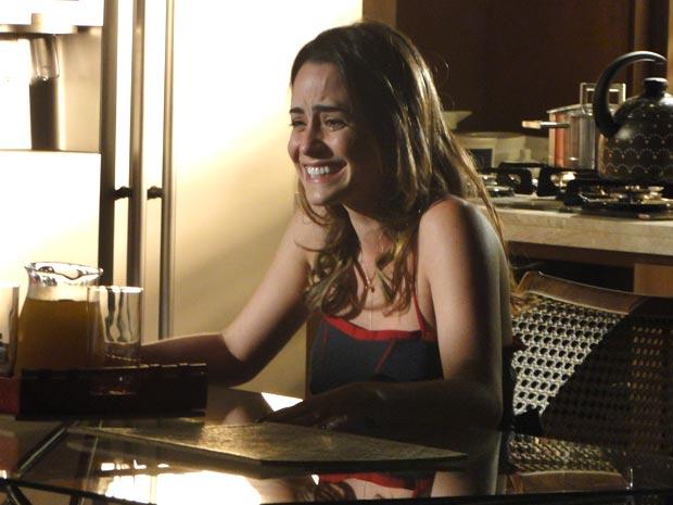 Ana fica emocionada com a atitude da filha (Foto: A Vida da Gente/TV Globo)