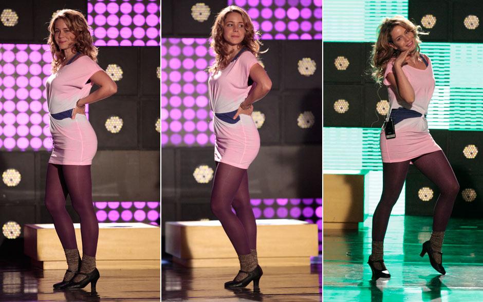 Rosário nasceu para brilhar! Na hora dos ensaios, ela usa uma meia calça colorida, peça-chave no guarda-roupa da cantora. O vestidinho com cintura marcada traz estilo e conforto e pode ser substituido por um camisetão cheio de personalidade