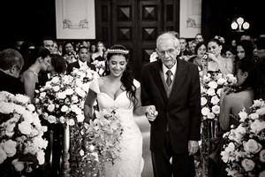 Priscila Pires com o pai no dia do casamento (Foto: Arquivo Pessoal)