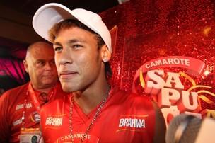 Neymar em camarote da Sapucaí (Foto: Gil Rodrigues / Photo Rio News)
