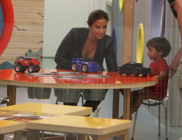 Ivete se diverte com filho em shopping carioca (Foto: Delson Silva / Ag News)
