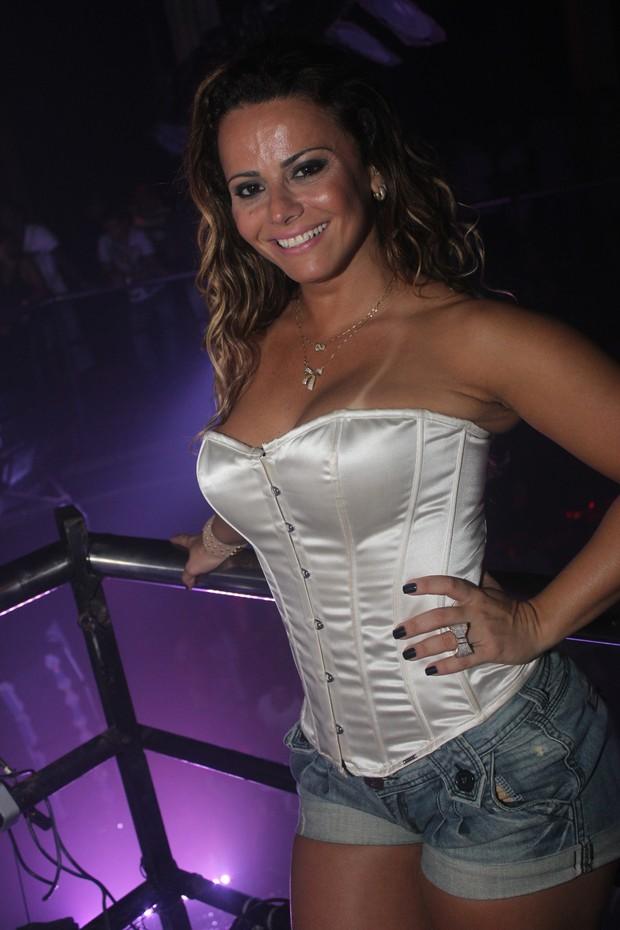 Viviane Araújo no show da banda Raghatoni, em Salvador (Foto: Divulgação)