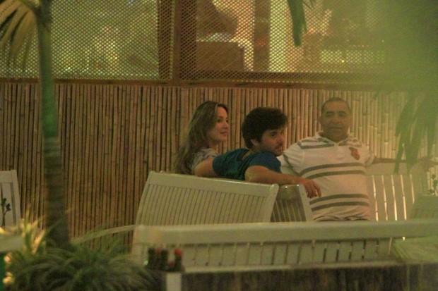 Claudia Leitte e Márcio Pedreira em restaurante na Zona Oeste do Rio (Foto: Delson Silva/ Ag. News)