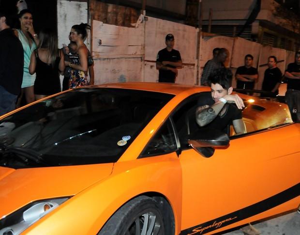 Helen Ganzarolli e deixa boate em São Paulo com Gusttavo Lima (Foto: Francisco Cepeda e Danilo Carvalho/ Ag. News)