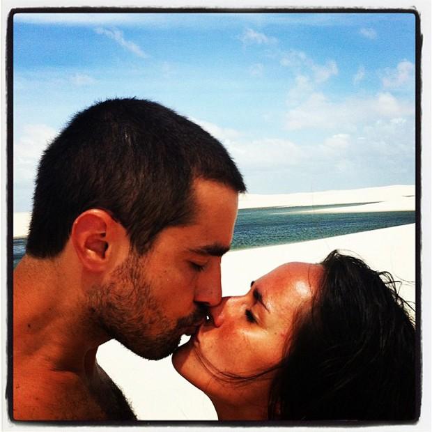 Ricardo Pereira com a mulher, Francisca Pinto, em Lençóis Maranhenses (Foto: Reprodução/ Twitter)