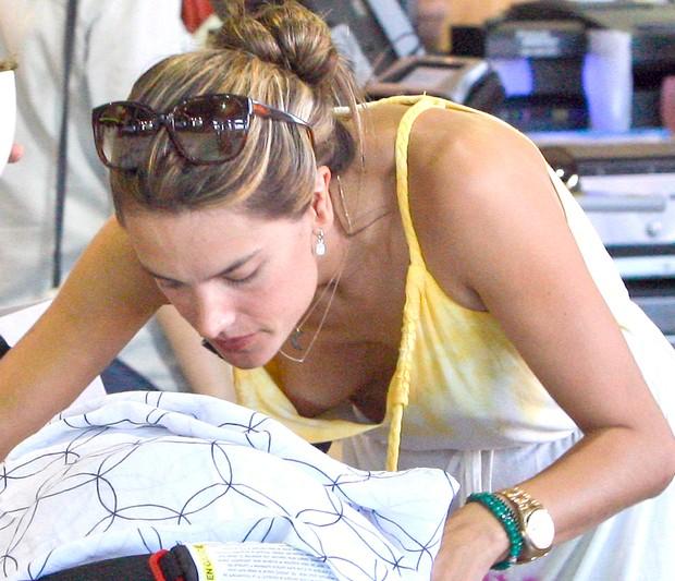 ed0cfcae0 Alessandra Ambrósio mostra demais em Santa Mônica
