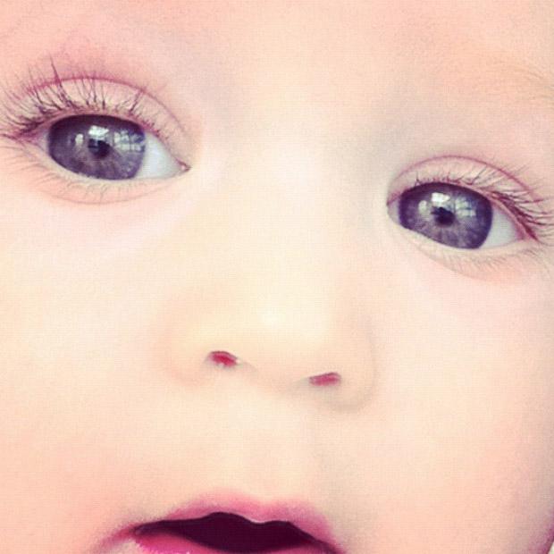 Danielle Winits posta foto do filho Guy (Foto: Twitter / Reprodução)