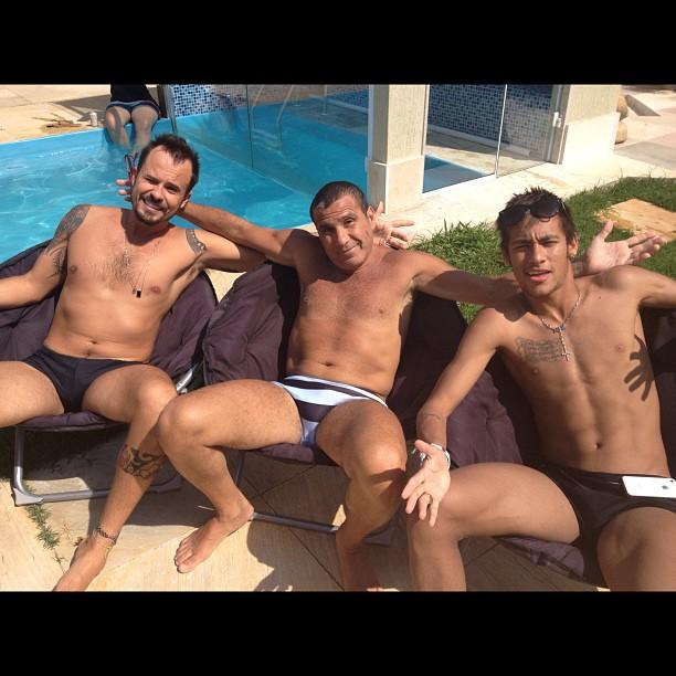 Neymar posa com Eri Johnson e Paulinho Vilhena no Rio (Foto: Reprodução/Instagram)
