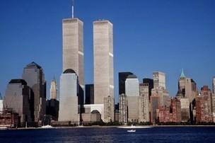 Vista do Distrito Financeiro, em Manhattan, com as torres gêmeas do World Trade Center (Foto: AFP)