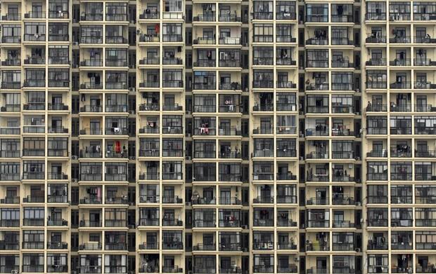 Edifício residencial é visto em Xangai, na China, país com a maior população do mundo (Foto: Reuters/Stringer)