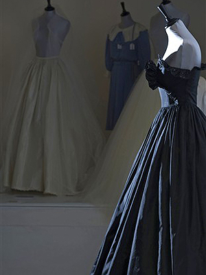 O vestido de Lady Di arrematado por US$ 277 mil em Londres.
