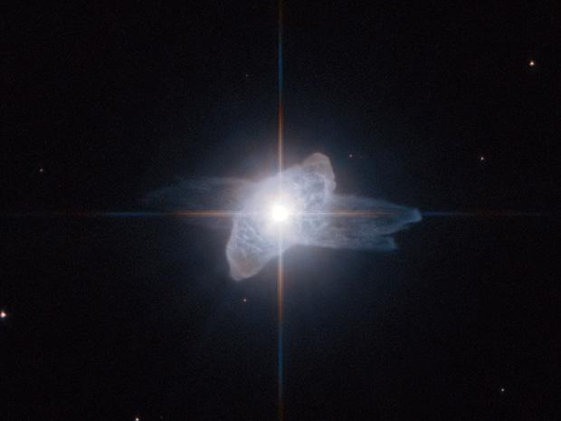 Núcleo da estrela e camadas da atmosfera expelidas são visíveis