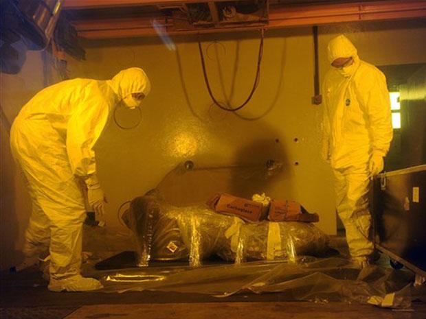 Engenheiros do Arc-Nuclear Laboratory, da comissão francesa de energia atômica, investigam o mais velho bebê de mamute congelado que existe. Conhecido como Khoma, o animal receberá radiação para eliminar micróbios antigos armazenados dentro do corpo.