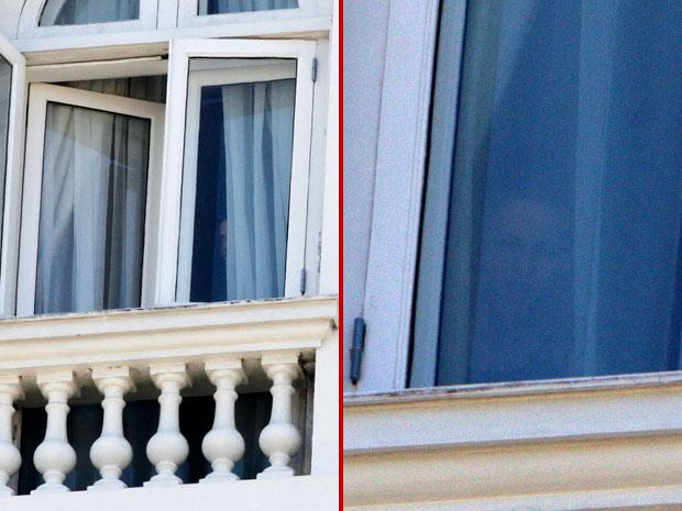 Os atores Kristen Stewart e Robert Pattinson se aproximam das janelas do Hotel Copacabana Palace, em Copabana, Zona Sul do Rio