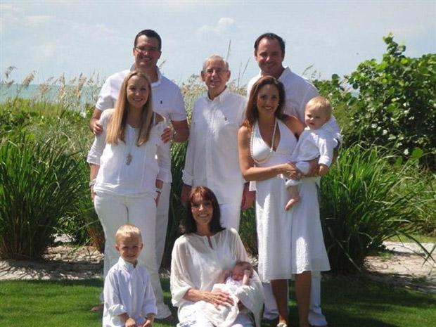 Gregoire, ao centro, teve em 2006 proognóstico de poucas semanas de vida.