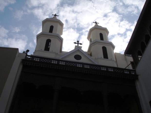 Igreja suspensa em bairro copta no Cairo, Egito