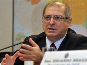 O ministro das Comunicações, Paulo Bernardo, participa da comissão de Ciência e Tecnologia no Senado (Foto: José Cruz/AB)