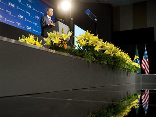 O presidente dos EUA, Barack Obama, durante discurso a empresários brasileiros e americanos em Brasília (Foto: AFP)