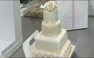 bolo real  (Foto: Reprodução / BBC)